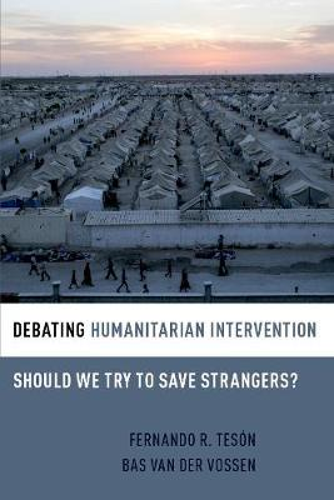 Debating Humanitarian Intervention: Should We Try to Save Strangers? - Debating Ethics (Hardback)