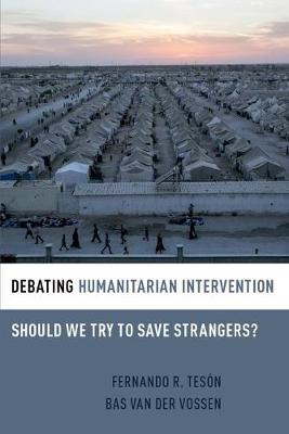 Debating Humanitarian Intervention: Should We Try to Save Strangers? - Debating Ethics (Paperback)