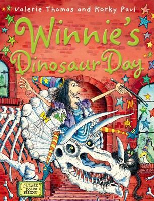 Winnie's Dinosaur Day (Paperback)