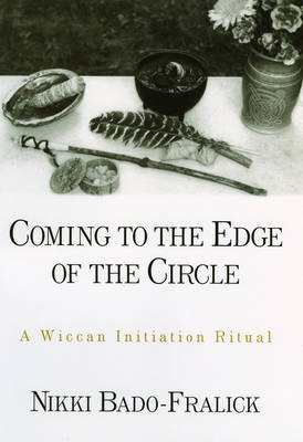Coming to the Edge of the Circle: A Wiccan Initiation Ritual - AAR Academy Series (Hardback)
