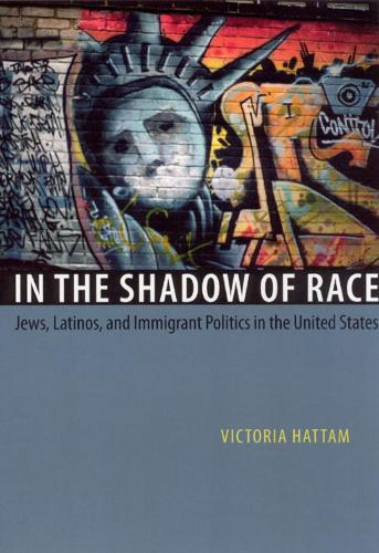 In the Shadow of Race: Jews, Latinos, and Immigrant Politics in the United States (Hardback)