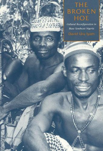 The Broken Hoe: Cultural Reconfiguration in Biase Southeast Nigeria (Hardback)