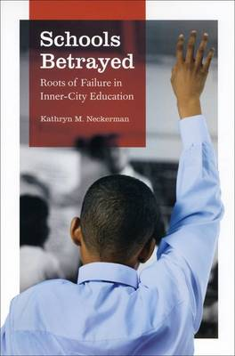 Schools Betrayed: Roots of Failure in Inner-city Education (Hardback)