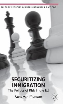 Securitizing Immigration: The Politics of Risk in the EU - Palgrave Studies in International Relations (Hardback)