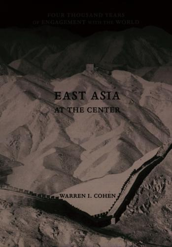East Asia at the Center: Four Thousand Years of Engagement with the World (Hardback)