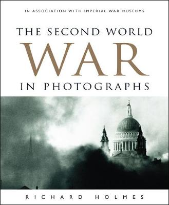 The Second World War in Photographs (Hardback)