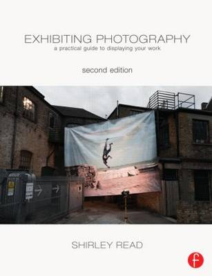Exhibiting Photography: A Practical Guide to  Displaying Your Work (Paperback)