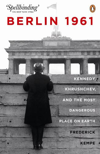 Berlin 1961: Kennedy, Khruschev, and the Most Dangerous Place on Earth (Paperback)