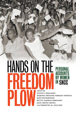 Hands on the Freedom Plow: Personal Accounts by Women in SNCC (Hardback)