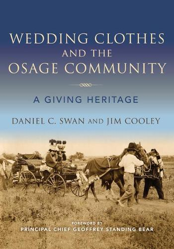 Wedding Clothes and the Osage Community: A Giving Heritage - Material Vernaculars (Hardback)