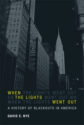 When the Lights Went Out: A History of Blackouts in America - The MIT Press (Hardback)