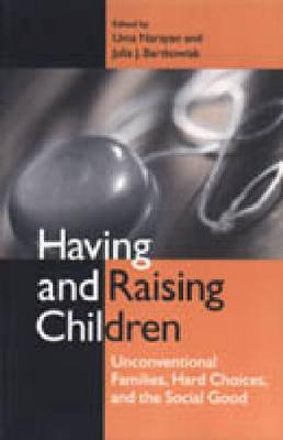 Having and Raising Children: Unconventional Families, Hard Choices, and the Social Good (Hardback)