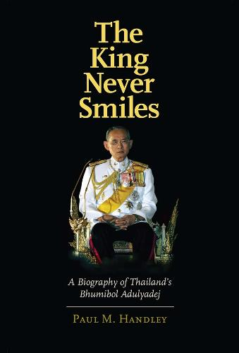 The King Never Smiles: A Biography of Thailand's Bhumibol Adulyadej (Hardback)