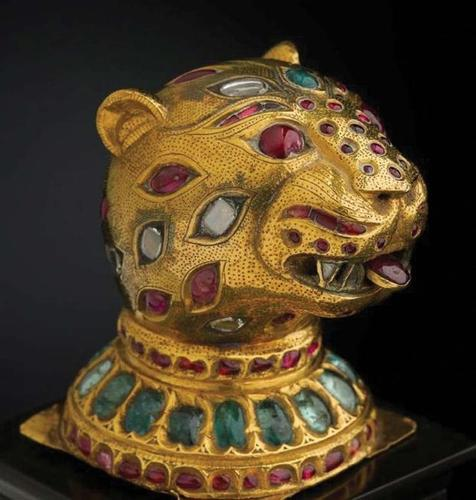 Treasures from India: Jewels from the Al-Thani Collection (Hardback)