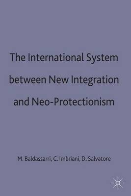 The International System between New Integration and Neo-Protectionism - Central Issues in Contemporary Economic Theory and Policy (Hardback)