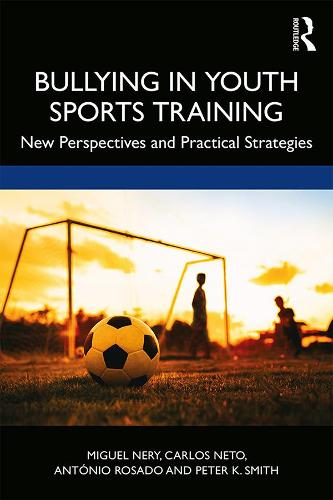 Bullying in Youth Sports Training: New perspectives and practical strategies (Paperback)