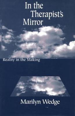 In the Therapist's Mirror: Reality in the Making (Hardback)