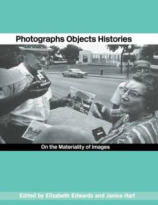 Photographs Objects Histories: On the Materiality of Images (Hardback)