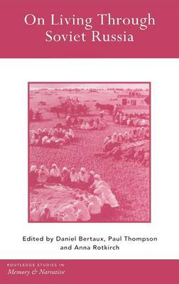 On Living Through Soviet Russia - Routledge Studies in Memory and Narrative (Hardback)