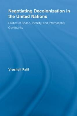 Negotiating Decolonization in the United Nations: Politics of Space, Identity, and International Community - New Approaches in Sociology (Paperback)