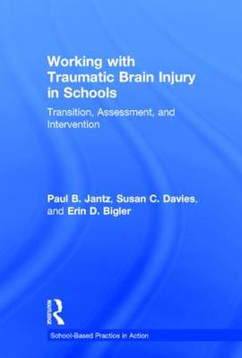 Working with Traumatic Brain Injury in Schools: Transition, Assessment, and Intervention - School-Based Practice in Action (Hardback)
