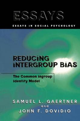 Reducing Intergroup Bias: The Common Ingroup Identity Model - Essays in Social Psychology (Paperback)