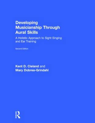 Developing Musicianship Through Aural Skills: A Holistic Approach to Sight Singing and Ear Training (Hardback)