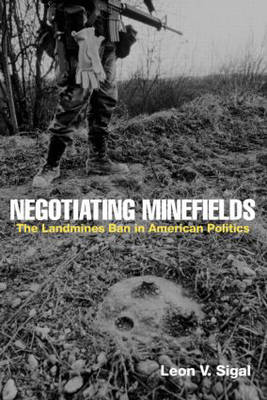 Negotiating Minefields: The Landmines Ban in American Politics (Paperback)