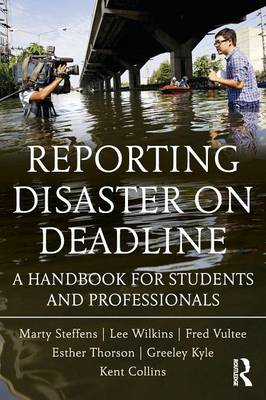Reporting Disaster on Deadline: A Handbook for Students and Professionals (Paperback)