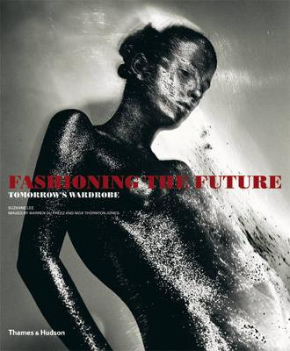 Fashioning the Future: Tomorrow's Wardrobe (Paperback)