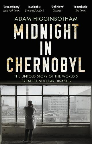 Midnight in Chernobyl: The Untold Story of the World's Greatest Nuclear Disaster (Paperback)