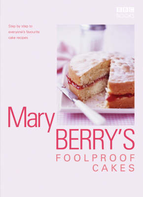 Mary Berry's Foolproof Cakes: Step by Step to Everyone's Favourite Baking Recipes (Hardback)