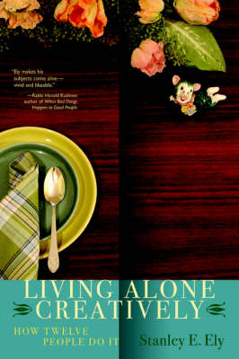 Living Alone Creatively: How Twelve People Do It (Paperback)