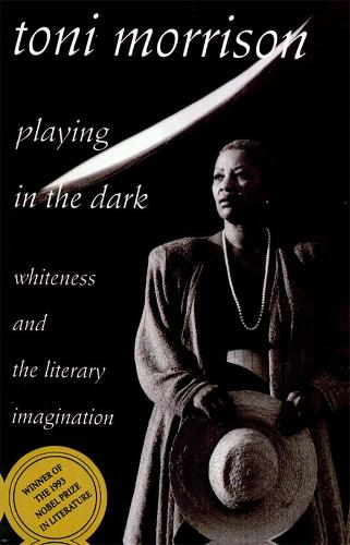 Playing in the Dark: Whiteness and the Literary Imagination - The William E. Massey Sr. Lectures in the History of American Civilization 1992 (Hardback)