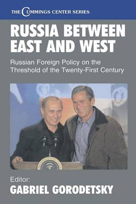 Russia Between East and West: Russian Foreign Policy on the Threshhold of the Twenty-First Century - Cummings Center Series (Paperback)
