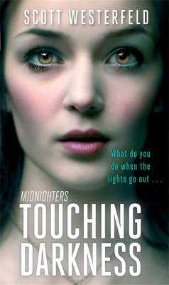 Touching Darkness - Midnighters 2 (Paperback)