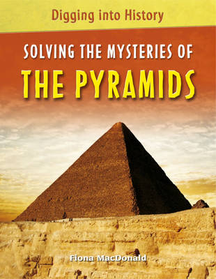Solving the Mysteries of the Pyramids - Digging into History 4 (Hardback)