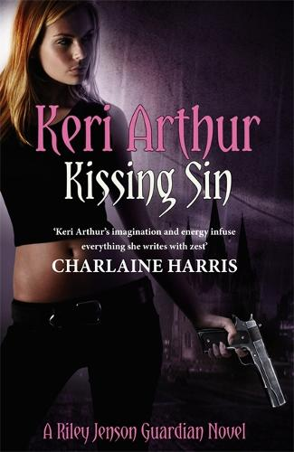 Kissing Sin: Number 2 in series - Riley Jenson Guardian 2 (Paperback)