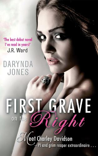 First Grave On The Right: Number 1 in series - Charley Davidson (Paperback)