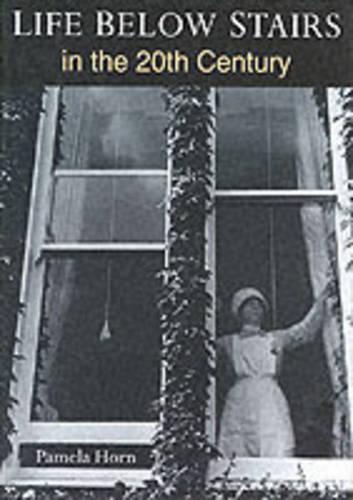 Life Below Stairs in the Twentieth Century (Hardback)