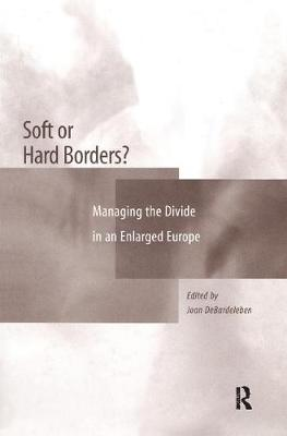 Soft or Hard Borders?: Managing the Divide in an Enlarged Europe (Hardback)