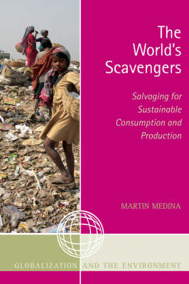 The World's Scavengers: Salvaging for Sustainable Consumption and Production - Globalization and the Environment (Paperback)