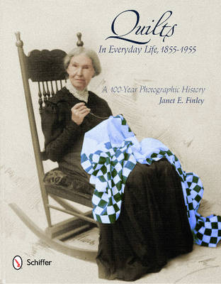 Quilts in Everyday Life, 1855-1955: A 100-Year Photographic History (Hardback)