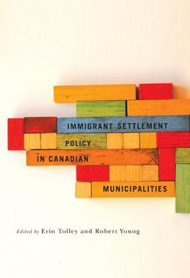 Immigrant Settlement Policy in Canadian Municipalities - Fields of Governance: Policy Making in Canadian Municipalities (Paperback)