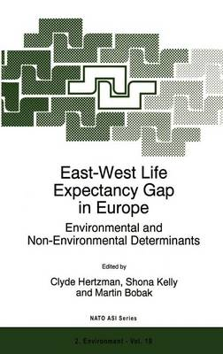 East-West Life Expectancy Gap in Europe: Environmental and Non-Environmental Determinants - Nato Science Partnership Subseries: 2 19 (Hardback)