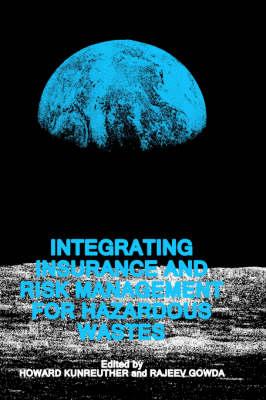 Integrating Insurance and Risk Management for Hazardous Wastes (Hardback)