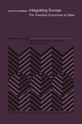 Integrating Europe: The Transition Economies at Stake - International Studies in Economics and Econometrics 37 (Hardback)