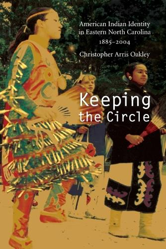 Keeping the Circle: American Indian Identity in Eastern North Carolina, 1885-2004 - Indians of the Southeast (Paperback)