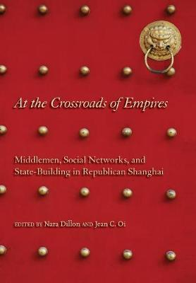 At the Crossroads of Empires: Middlemen, Social Networks, and State-Building in Republican Shanghai (Hardback)