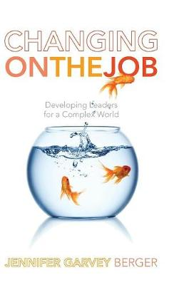 Changing on the Job: Developing Leaders for a Complex World (Hardback)